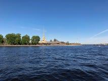 Взгляд собора Андрюа апостола Крепость в восходе солнца, Санкт-Петербург Питера и Пола, Россия Стоковое Изображение