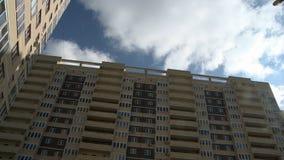 Взгляд современного multistorey строя фасада акции видеоматериалы