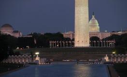 взгляд солнца u космоса s S Капитолий и памятник Вашингтона в Вашингтоне d C стоковые фото