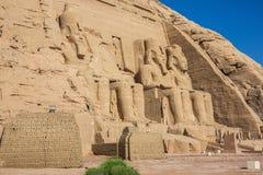 Взгляд со стороны большего виска с Ramesses II стоковые изображения rf
