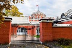 Взгляд со стороны дворца Petroff через задний двор, Москва, Россия Стоковая Фотография