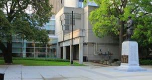 Взгляд со стороны здание муниципалитета Burlington, Онтарио, Канада 4K сток-видео