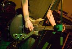 взгляд со стороны игрока гитары Стоковые Изображения RF