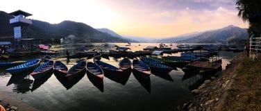 Взгляд со стороны озера панорамы стоковая фотография rf