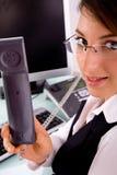 взгляд со стороны приемника телефона удерживания коммерсантки Стоковые Фотографии RF
