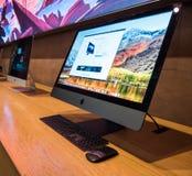 Взгляд со стороны самого последнего рабочего места Яблока iMac Pro профессионального Стоковые Фотографии RF
