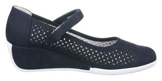Взгляд со стороны синего и белого пефорированного ботинка замши женщин Стоковые Фотографии RF