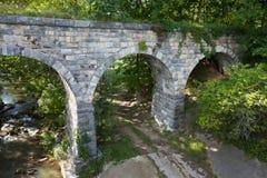 Взгляд со стороны старого каменного моста построенного в 1874 Стоковое Изображение