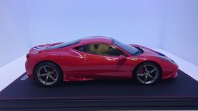 Взгляд со стороны Феррари 458 Speciale стоковые фото