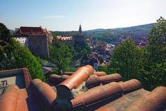 Взгляд средневекового замка Cesky Krumlov и исторический центр города Стоковые Фотографии RF