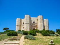 Взгляд средневековой крепости Castel del Monte стоковое фото