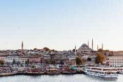 Взгляд Стамбула через золотой рожок с мечетью Suleymaniye стоковое фото rf