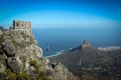 Взгляд станции фуникулера поверх держателя таблицы, Кейптауна стоковое фото