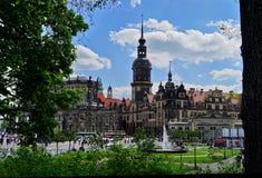Взгляд старого городка Дрездена с голубым небом стоковое изображение rf