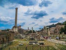 Взгляд старого римского форума полно- Стоковое Изображение