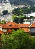 Взгляд старой дома против проезжей части Стоковые Фотографии RF