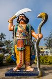 Взгляд статуи Mahishasura, расположенный на холмах Chamundi около Майсура стоковая фотография