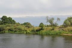 Взгляд с другой стороны реки стоковые фото