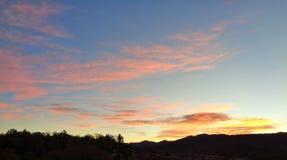 Взгляд только перед восходом солнца на горе 3 Стоковые Фото