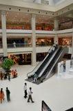Взгляд торгового центра и эскалатора города дольмена в Карачи, Пакистане стоковое фото rf