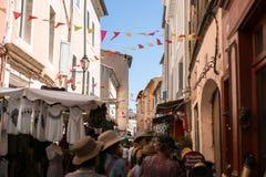 Взгляд торговой улицы в Провансали стоковое фото