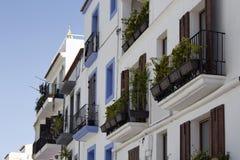 Взгляд традиционных, белых, типичных зданий Стоковая Фотография RF