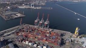 Взгляд трутня индустрии порта торговой операции с контейнерами и кранами с поднимающейся укосиной на quayside Чёрного моря сток-видео
