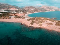 Взгляд трутня от маленького города в Греции вызвал paleochora стоковая фотография rf