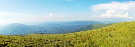 взгляд Украины прикарпатских гор панорамный Стоковая Фотография