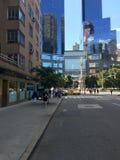 Взгляд улицы башен близнецов в Манхаттане Стоковая Фотография
