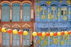 Взгляд улицы в районе Чайна-тауна с красочными старыми зданиями и украшениями фонариков красного цвета и желтых цветов Стоковые Фотографии RF