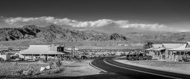 Взгляд улицы в Stovepipe Wells на Death Valley - BEATTY, США - 29-ОЕ МАРТА 2019 стоковые изображения