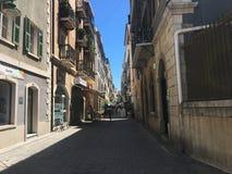 Взгляд улицы ирландского городка на утесе Гибралтара стоковые изображения rf
