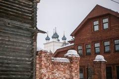 Взгляд улицы с разными видами зданий стоковые изображения rf