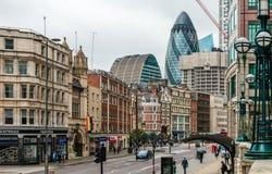 Взгляд улицы Bishopsgate, в cty Лондона стоковые изображения