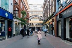 Взгляд улицы Carnaby в Soho в Лондоне стоковая фотография rf
