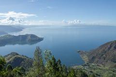 Взгляд утра на озере Toba стоковые фотографии rf