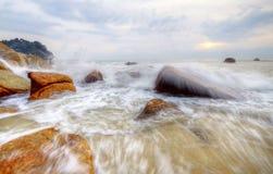 Взгляд утра на пляже в медленной фотографии шторки стоковые изображения