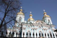 Взгляд фасада и купола собора стоковое фото rf