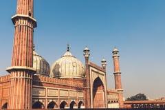 Взгляд фасада Jama Masjid в старом Дели, Индии стоковые изображения