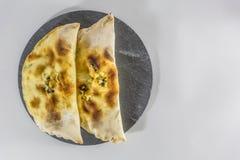Взгляд хлеба чеснока полумесяца на плите сланца деревенской стоковые изображения rf