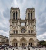 Взгляд цвета Парижа Франции 29-ое апреля 2013 фасции Notre d стоковое фото
