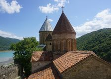 Взгляд церков Ananuri стоковые изображения rf