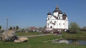 Взгляд церков Transfiguration, солнечный день в апреле Smorgon, Беларусь сток-видео
