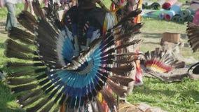 Взгляд части Peruvian одевает сделанный пер на истинной перуанской играя каннелюре и танцевать outdoors видеоматериал