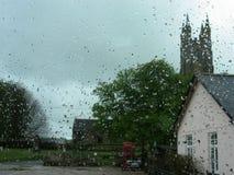 Взгляд через влажное стекло Стоковые Фото