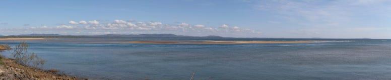 Взгляд через залив дрофиные на городке 17 70 Стоковое Фото