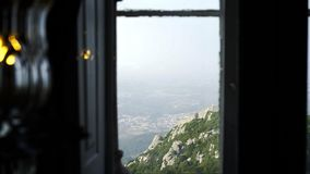 Взгляд через окно замка акции видеоматериалы