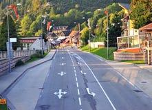 Взгляд шоссе в деревне Donovaly стоковое изображение