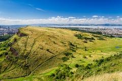 Взгляд Эдинбурга от вершины мест Артура Стоковые Изображения RF